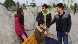Ma Xiaoyang (center) with his cousins at school in Guang'an